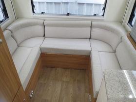 2018 Avan Ovation M5 C Class
